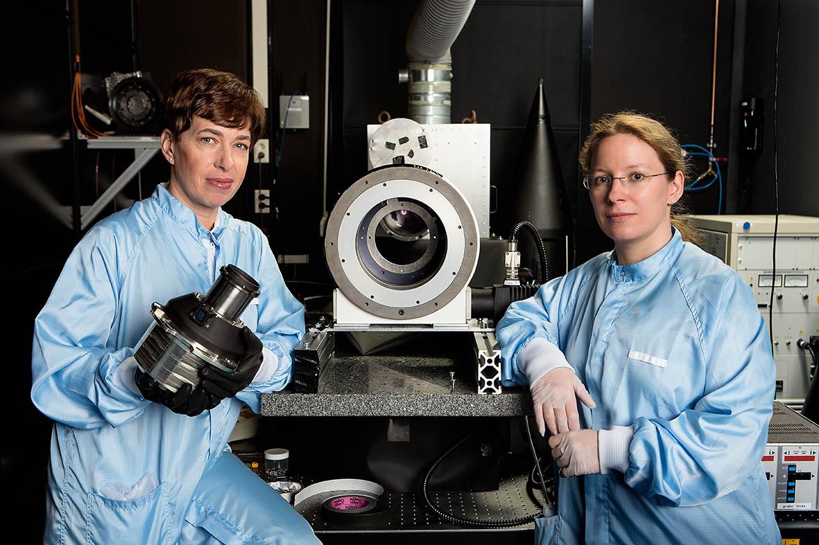 Wissenschaftlerinnen bei  der Jena-Optronik GmbH, Jena